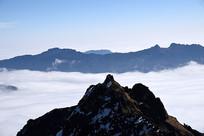 喇叭河焦山的云海和远山