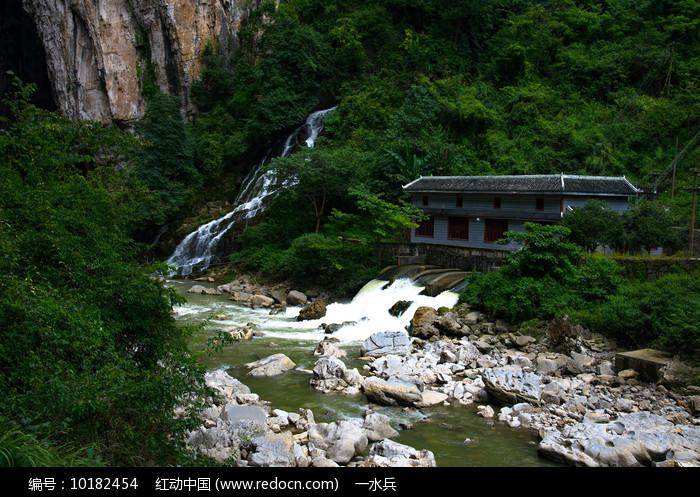 山涧溪流图片