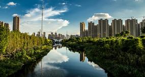 河畔城市风光