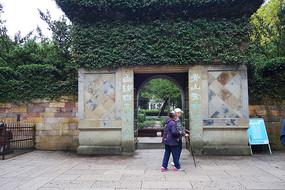 杭州岳王庙墓阙对联