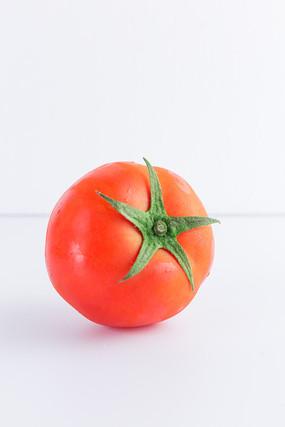 西红柿特写白底