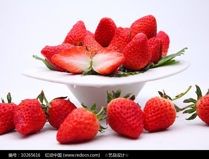 盘中的草莓图片