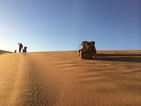 沙漠中的鞋子