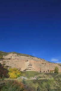 蓝天背景马蹄寺