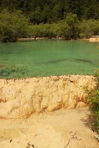 黄龙黄土彩池风景区