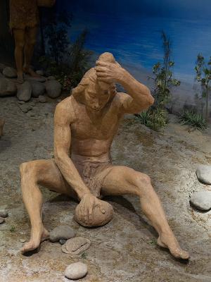 古代人利用石器生活场景雕塑