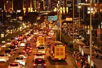 夜晚的城市建筑及车流