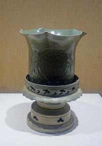 北宋越窑青瓷牡丹纹花口尊