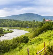 草原风光上的河流