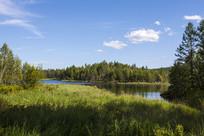 夏季的堰塞湖