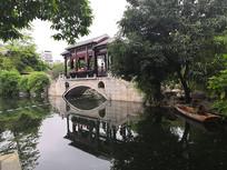 人声鼎沸的小桥流水景观