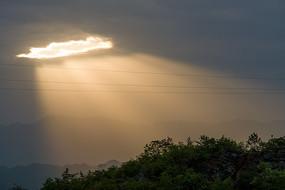 金色的光芒四射的耶稣光