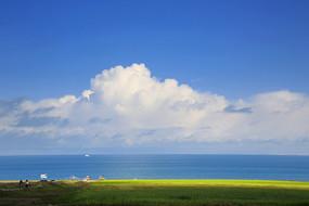 蓝天白云湖光草地