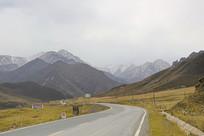 青藏高原雪山地区国道