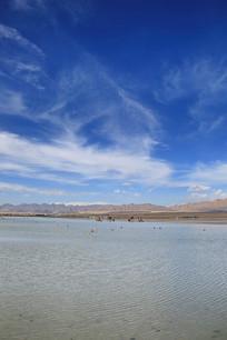 蓝天白云湖泊