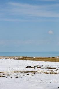 青海湖草场雪景