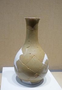 南宋官窑米黄釉鹅颈瓶