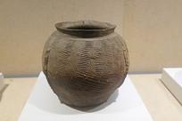 西周印纹硬陶曲折纹罐