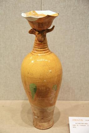 黄釉凤兽瓶辽代