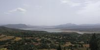黄土高原上的梯田与湖泊