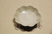 定窑白釉花瓣形盘