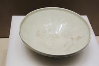 定窑莲纹孟字直口瓷碗