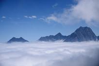 九鼎后山锅圈岩云海和远山