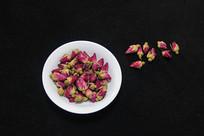 紫红色的玫瑰花茶叶