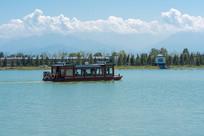 湖面仿古船只