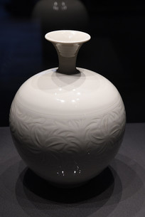 白瓷花瓶特写