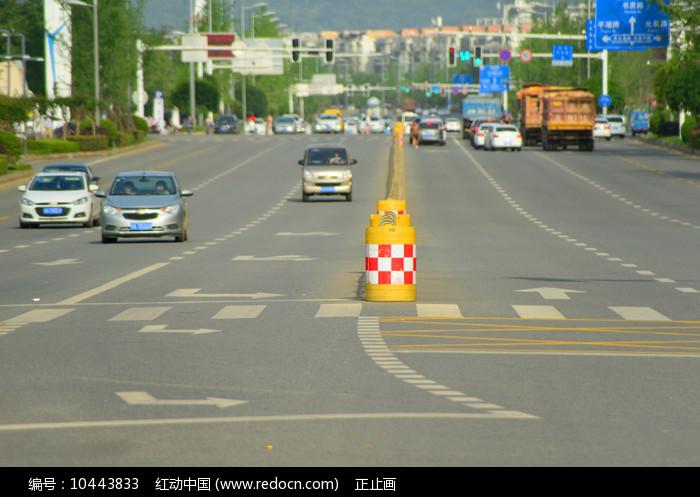 城市交通设施及道路特写 图片