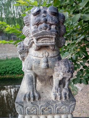 传统石雕狮子