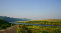 额尔古纳河与公路