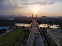 航拍桂林南洲大桥日落车流