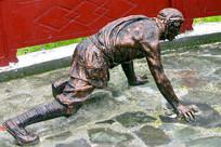 理县甘堡寨藏区山民攀爬雕塑