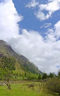 青藏高原群山及山谷自然风光