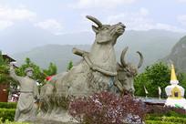 理县甘堡藏寨山地耕作场景雕塑