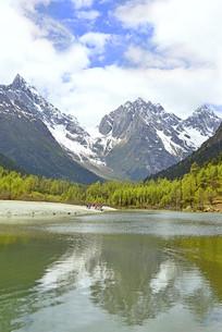 四川毕棚沟卓玛湖及水面倒影