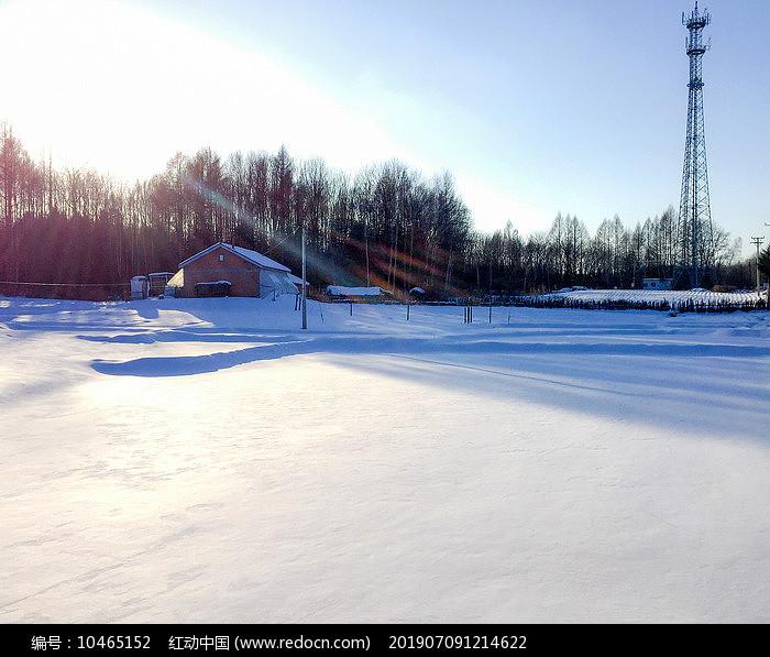 午后农村雪地图片