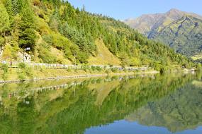 高原海子泽娜措湖的湖光山色