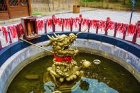 赫图阿拉城龙神老汗王之位雕塑