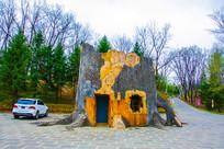 赫图阿拉城树根造型小屋