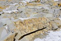 青藏高原荒凉的冰蚀地貌