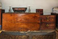 努尔哈赤故居室内木箱摆设