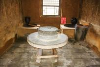 努尔哈赤故居灶房石碾炉灶水缸