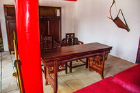正白旗衙门内木桌与木靠椅