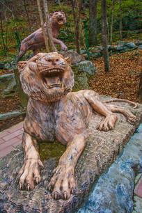丹东宽甸虎溏沟老虎两只雕塑像