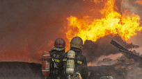 消防战士灭火