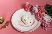 粉色鲜花玉兔甜品蛋糕