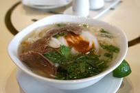 一碗越南小吃牛肉粉